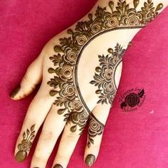 Beautiful Mehndi Design - Browse thousand of beautiful mehndi desings for your hands and feet. Here you will be find best mehndi design for every place and occastion. Quickly save your favorite Mehendi design images and pictures on the HappyShappy app. Henna Art Designs, Mehndi Designs For Girls, Mehndi Designs For Beginners, Modern Mehndi Designs, Mehndi Designs For Fingers, Mehndi Design Pictures, Latest Mehndi Designs, Beautiful Henna Designs, Beautiful Mehndi