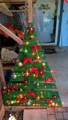 731 best pallet christmas decorations images on pinterest in 2018 pallet christmas tree pallet ideas and pallet projects