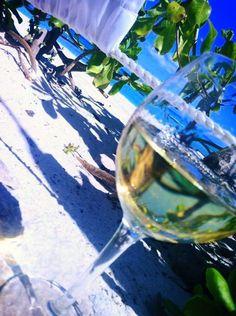 Vacanta la Soare cu Gabriela Simion White Wine, Alcoholic Drinks, Travel, Viajes, White Wines, Liquor Drinks, Destinations, Traveling, Trips