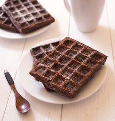 Ces gaufres brownies sont une suggestion de mon mari ! Après avoir vu sur facebook les utilisations détournées d'un gaufrier, cette recette lui faisait très envie...