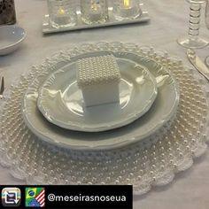 Mesa linda da querida @meseirasnoseua mostrando os detalhes do nosso Souslats  A @arteemlinha agradece ❤️ . . Repost from @meseirasnoseua using @RepostRegramApp - Detalhe da mesinha de hoje à noite!!! Com o sousplat de @arteemlinha . Inspiração para o ano novo. . #mesaposta #caseirices #home #tabledecor #meseirasnoseua #meseirasdefloripa #meseirasdomatogrossodosul #meseirasdesaopaulo 1#help_meneses #receberefestejar #meseirasdobbrasil #ritalauri #mesapostadalaura #lucyso...