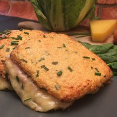 Cauliflower Toastie - Recipe from for 2 people - Ready in 20 minutes Cauliflower Toast Recipe, Keto Cauliflower, Paleo Recipes, Low Carb Recipes, Dessert Recipes, Easy Flapjacks, Yummy Eats, Yummy Food, Bacon Roll