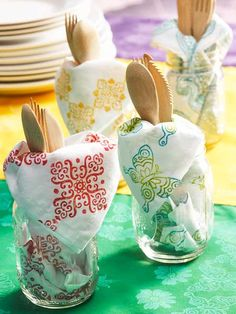 fabric stamping Transform a normal white fabric napkin into a statement with the Fabric Creations block stamps. Summer Diy, Summer Crafts, Creation Crafts, Fabric Stamping, Craft Materials, Cloth Napkins, Diy Pillows, Diy For Kids, Kids Fun