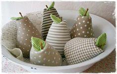 3 Stoff Birnen im Landhaus-Stil♥Shabby♥taupe von Little Charmingbelle auf DaWanda.com