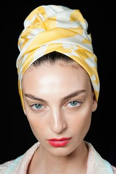 ::::chic head turban:Spring 2015 Missoni Beauty Looks:::: Missoni, 2015 Hairstyles, Cool Hairstyles, Black Hairstyles, Summer Hairstyles, Street Style Stockholm, Moschino, Versace, Mode Turban