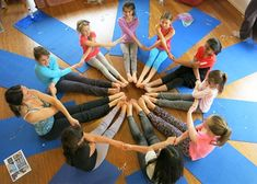 Group yoga poses – gruppen-yoga-posen – poses de yoga en groupe – posturas de y Group Yoga Poses, Partner Yoga Poses, Yoga Poses For Back, Kids Yoga Poses, Yoga Poses For Beginners, Yoga For Kids, Pilates Poses, Poses Yoga Enfants, Yoga Balance Poses