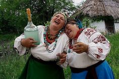 Zustrilys' dvi kumy... << two aunties from Ukraine ... oh the joy! (oh the home made booze!)