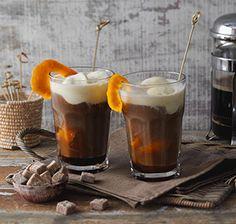Orangen-Eiskaffee Eiskaffee mit Orangenaroma ist eine köstliche Variante an heißen Tagen.