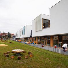 スロベニアの幼稚園2 | 幼児の城 ブログ Education Architecture, School Architecture, Public School, Pre School, Kids Library, Sport Hall, Nursery School, Brixton, Childhood Education