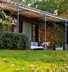 Pergola d'appui en fer disponible en plusieurs couleurs et couverture Standard. 400 cm x 280-400 cm x 285 cm