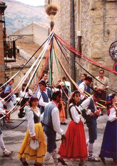 Petralia Sottana. Ballo della cordella. Sicily.