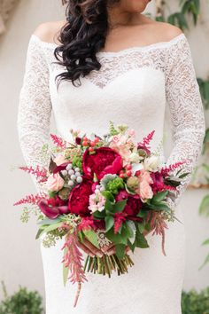Magenta bouquet    #wedding #weddingideas #aislesociety