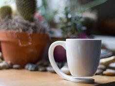 coffee mug that eliminates the coaster
