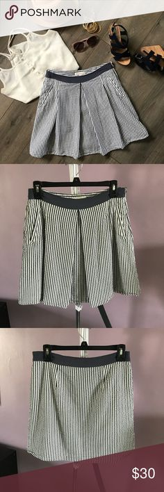 Banana Republic Striped Seersucker A Line Skirt 🌻 Mint conditions (no tears, stains, pills, etc) - looks and feels brand new 🌻 Seersucker cotton fabric is perfect for spring and summer 🌻 Has pockets! 💖 🌻 Length: 17.5 inches Banana Republic Skirts A-Line or Full
