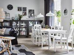 Traditionell Trift In Diesem Esszimmer Auf Modern   Hier Zum Beispiel  INGOLF Stühle Und HEMNES Vitrinen