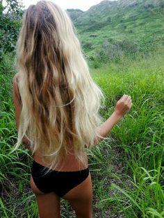 Mid length hair I love the thickness of her hair. love her hair Dream hair My Hairstyle, Messy Hairstyles, Pretty Hairstyles, Bohemian Hairstyles, Blonde Beach, Beach Hair, Blonde Waves, Surfergirl Style, Hair Blond