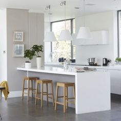 Love island surface...all white to help small feel bigger...16 small kitchen design ideas