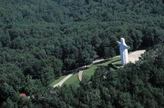 Americas Weirdest Roadside Attractions// Christ of the Ozarks (Eureka Springs, Arkansas) Standing 65 feet tall, this guy is perfect for when you just can't do a trip to Rio. Places To Travel, Places To See, Places Ive Been, Easter Vacation, Eureka Springs, Roadside Attractions, Wonderful Places, Arkansas, Scenery