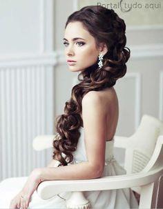 Veja nesta matéria dicas e as mais lindas fotos dos mais variados penteados de debutante para você escolher o seu!