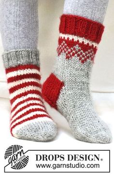 """G… Twinkle Toes – Knitted DROPS Christmas socks with pattern from """"Karisma"""". Size 22 – – Free oppskrift by DROPS Design Loom Knitting, Free Knitting, Knitting Socks, Knitting Patterns, Knit Socks, Knitting Ideas, Crochet Patterns, Finger Knitting, Scarf Patterns"""