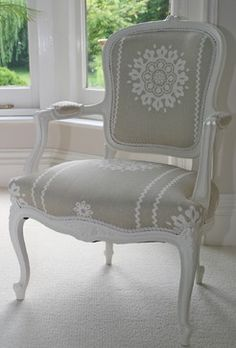 Swedish Antique Gustavian Rococo Carver chair for behind dressing area screen -- different fabric and finish of course Royal Furniture, French Furniture, Refurbished Furniture, Furniture Upholstery, Upholstered Chairs, Furniture Makeover, Swedish Interior Design, Swedish Decor, Sofa Design