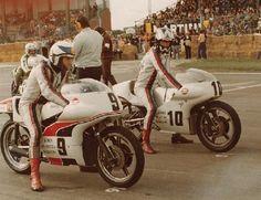 Dave Croxford et Peter Williams sur Norton JPS Norton Bike, Norton Cafe Racer, Norton Motorcycle, Motorcycle Racers, Motorcycle Posters, Motorcycle Art, Old School Motorcycles, British Motorcycles, Racing Motorcycles
