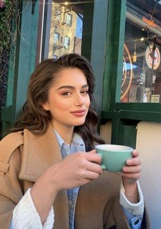 Classy Aesthetic, Aesthetic Girl, Image Fashion, Gossip Girl, Photo Poses, Girl Photos, Pretty People, Cute Girls, Makeup Looks