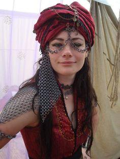 Un mix entre med fan et voile palestinien Larp, Historical Costume, Historical Clothing, Inspiration Artistique, Arabian Beauty, Sexy, Steampunk, Festival Outfits, Fashion History