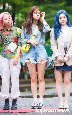 Twice-Chaeyoung & Jeongyeon & Dahyun 190426 KBS music bank Twice Jungyeon, Twice Kpop, Suwon, Kpop Fashion, Girl Fashion, Airport Fashion, Nayeon, South Korean Girls, Korean Girl Groups