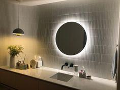 호텔 같은 집, 내 인생 최고의 소비 :) | 오늘의집 인테리어 고수들의 집꾸미기 Bathroom Lighting, Mirror, Furniture, Home Decor, Bathroom Light Fittings, Bathroom Vanity Lighting, Decoration Home, Room Decor, Mirrors