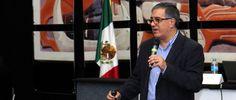 """El Dr. Javier Reynoso, profesor de Administración de Servicios de EGADE Business School, ofreció la conferencia """"Mitos de Servicio en México"""" en el marco de la XXIV Feria Internacional del Libro de Monterrey."""