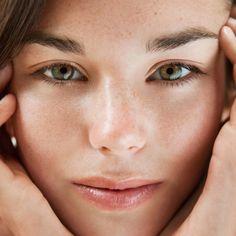 Nombreuses sont les femmes qui, quelque soit leur âge, souffrent d'imperfections cutanées. La notion d'acné, à tort considérée comme une maladie, est ...