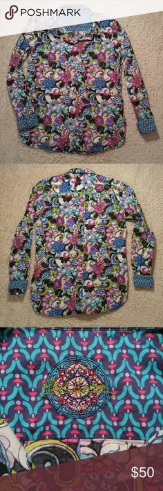"""Robert Graham Women's Button Down Top Robert Graham women's button down top. Gorgeous bright color print, floral paisley. Gently used but still in excellent condition! 100% cotton and soft! No size tag.  Approximate measurements Armpit to armpit 18.5"""" Shoulder to hem 24"""" Sleeve 21"""" Additional measurements if requested. Robert Graham Tops Button Down Shirts"""