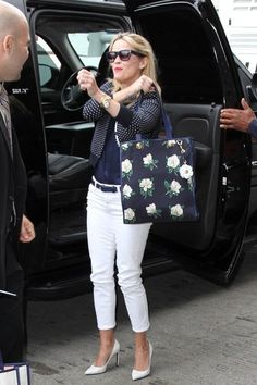 Reese Witherspoon Photos - Reese Witherspoon Jets Away - Zimbio