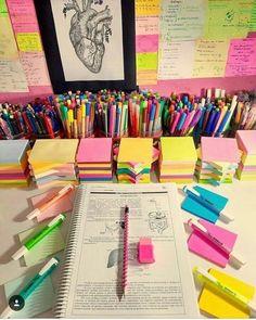 I want my desk 2 b like dat. - en 2019 study desk, desk o School Supplies Organization, Study Organization, Cute School Supplies, Office Supplies, Art Supplies, School Suplies, Study Room Decor, Study Rooms, Study Desk