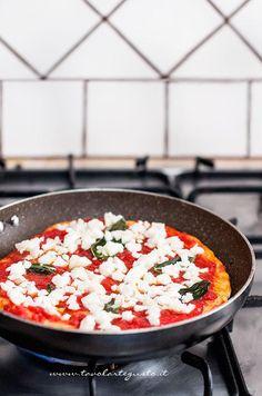 Pizza express in padella Veg Recipes, Pizza Recipes, Appetizer Recipes, Vegetarian Recipes, Cooking Recipes, Healthy Recipes, Open Pizza, Pizza Tarts, Focaccia Pizza
