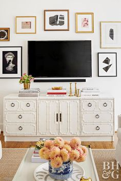 9 Decorating Ideas that Make White Walls Anything But Boring – Dresser Decor Bedroom Tv Wall, Bedroom Decor, Bedroom With Tv, Bedroom Table, Master Bedroom, Mounted Tv Decor, Wall Mounted Tv, Mounting Tv On Wall, Tv Wall Mount
