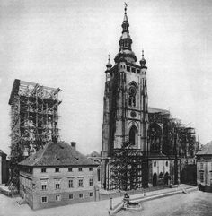 Saint Vitus Cathedral in Castle.being built from 1344 until This picture is from Amazing, isn't? Old Pictures, Old Photos, Prague Czech Republic, Vintage Architecture, Heart Of Europe, Prague Castle, Romanesque, Thing 1, Empire State Building