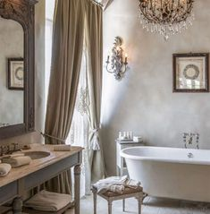 This Is Glamorous : : adventures in love, design, fashion and travel French Country Rug, French Country Bedrooms, French Country Decorating, Baños Shabby Chic, Sweet Home, Chic Bathrooms, Country Bathrooms, Ideal Bathrooms, Bathroom Wall Decor