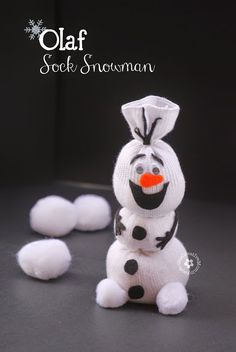Do You Want To Build a Snowman? Here's a great Olaf Sock Snowman Tutorial! And who doesn't love Olaf. Kids Crafts, Sock Crafts, Christmas Crafts For Kids, Cute Crafts, Simple Christmas, Holiday Crafts, Holiday Fun, Craft Projects, Craft Ideas
