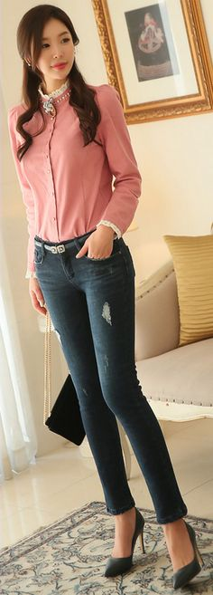 StyleOnme_Destroyed Fleece-lined Blue Wash Skinny Jeans #blue #jeans #skinny #koreanfashion #wintertrend #seoul #kstyle #feminine #dailylook