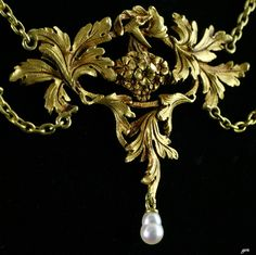 An Art Nouveau gold and pearl pendant,ca 1900