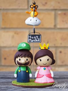 Cute cartoon wedding cake topper - Bride and Groom. omg i love it i love it i love it.  who will buy this for me?