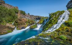 Télécharger fonds d'écran les chutes d'eau, cascades, au printemps, la montagne, la rivière, l'Islande, bleu ciel clair