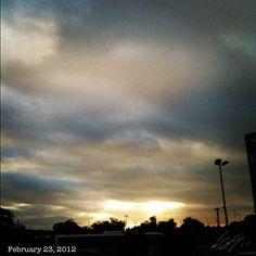 曇りな朝焼け #sunrise #cloud #sky #philippines #空 #雲