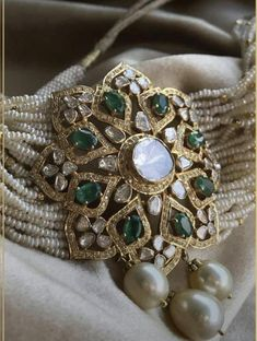 Indian Jewelry Earrings, Indian Jewelry Sets, Jewelry Design Earrings, Indian Wedding Jewelry, Royal Jewelry, Necklace Designs, Earrings Uk, Gold Jewellery, Jewelery