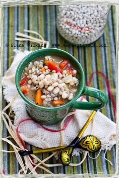 Delicious, fat free, vegan Bean and Barley Soup. Loaded with health promoting nutrition, good to warm your soul and slimming for your waistline. Vegan Stew, Vegan Soups, Vegan Vegetarian, Vegetarian Recipes, Healthy Recipes, Fast Recipes, Vegan Food, Healthy Food, Yummy Food