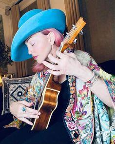 Divas, Madonna Photos, Lady Madonna, Lp Cover, Katy Perry, Little Sisters, Ukulele, Cowboy Hats, High Fashion
