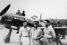 Italian Ace Adriano Visconti (middle) standing in front of his Macchi C.205 while in command of 310ª Squadriglia Caccia Aerofotografica, 1943/44. Pin by Paolo Marzioli