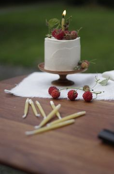 Candles on Cakes - An Alternative to Cake Toppers   onefabday.com